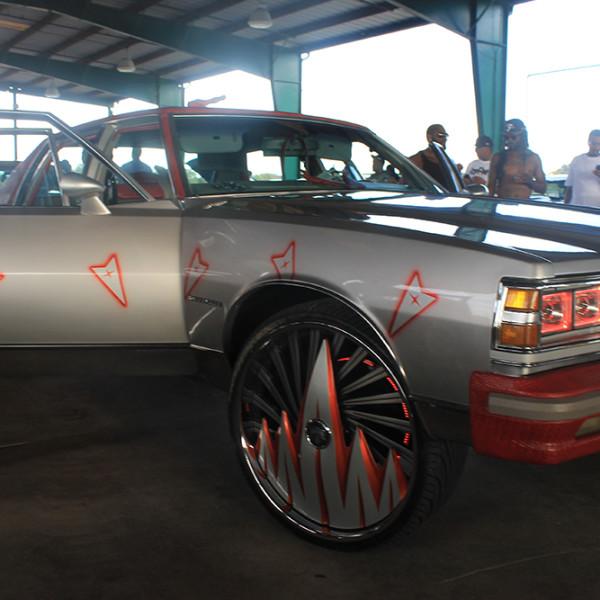 Riding-Big-Car-Show-Grey-Car